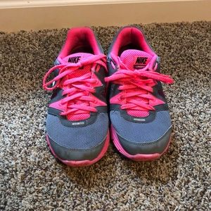Nike gray and pink lunarfly 3 shoes